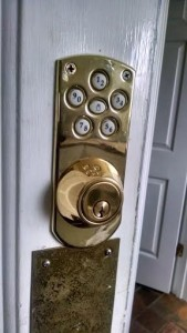 Elecronic deadbolt keypad lock