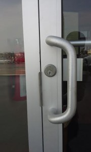 This is how the front door lock looks like after the installation.